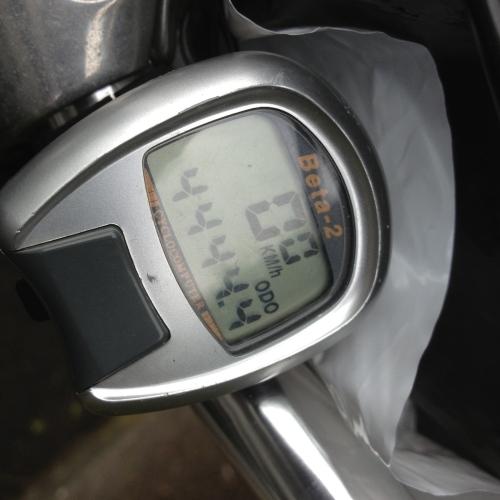 Sykkelcomputer som viser 4444,4 km